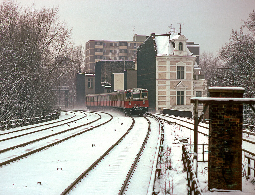 https://krolopfoto.de/railpix/images/berlin.sbahn1983/198312111.jpg