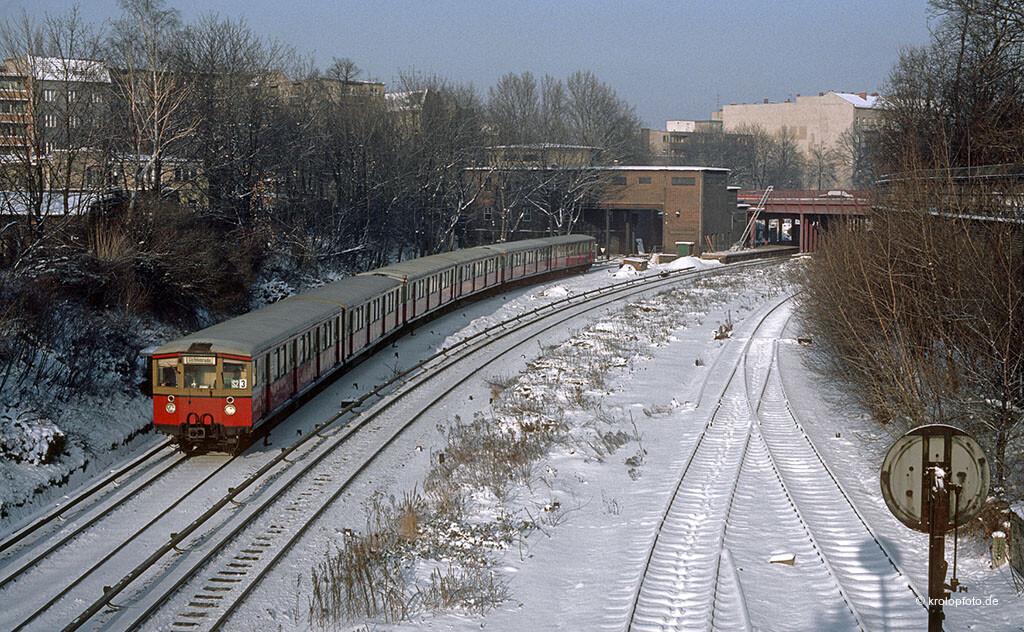 http://krolopfoto.de/railpix/images/berlin.sbahn1985/198501061.jpg