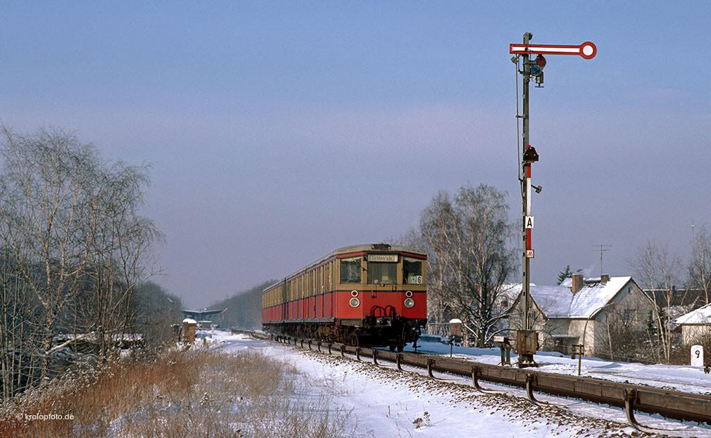 http://krolopfoto.de/railpix/images/berlin.sbahn1985/198501062.jpg