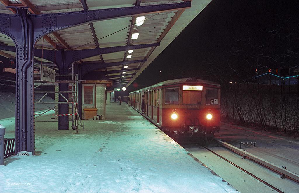 http://krolopfoto.de/railpix/images/berlin.sbahn1985/198501141.jpg