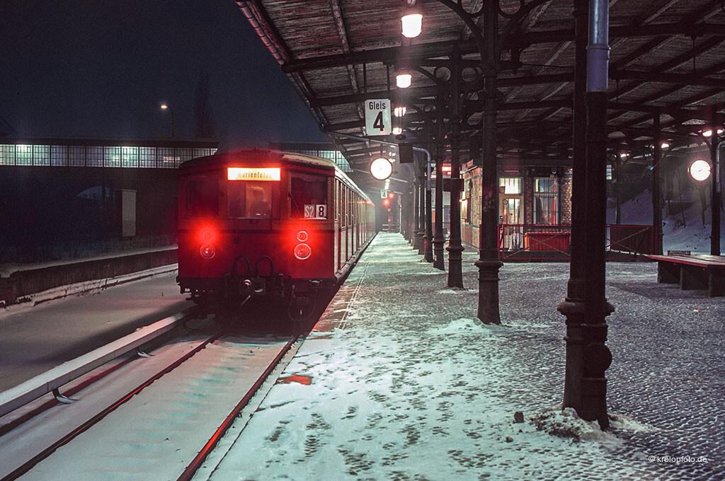 http://krolopfoto.de/railpix/images/berlin.sbahn1985/198501142.jpg