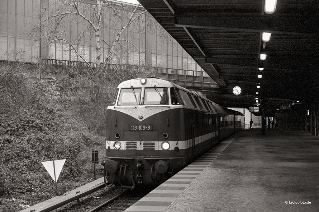 http://krolopfoto.de/railpix/images/berlin.sbahn1987/198712161.jpg