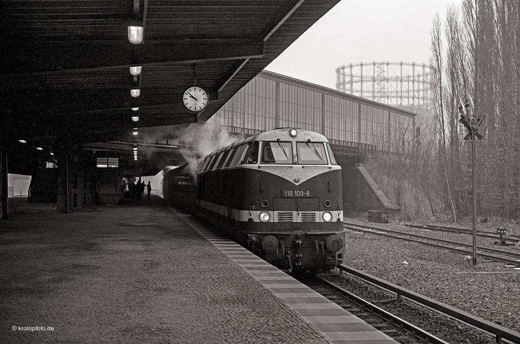 http://krolopfoto.de/railpix/images/berlin.sbahn1987/198712162.jpg